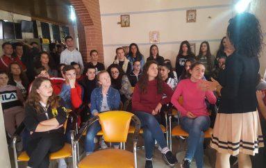 """Të rinjtë e fshatit """"Katund i Ri"""", të 'izoluar' prej transportit"""