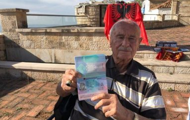 Qytetari turk bëhet shqiptar në moshën 90 vjeçare