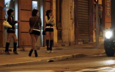 E reja shqiptare që punon si prostitutë në Itali, dorëzon portofolin e gjetur plot me euro