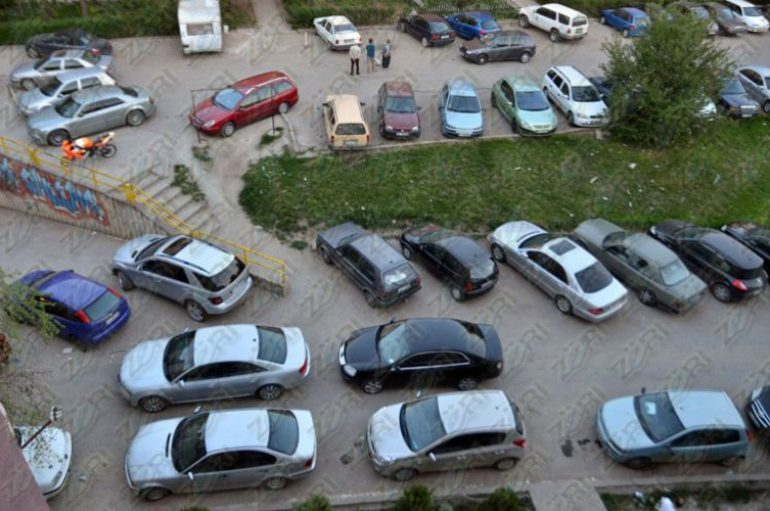 A do zgjidhen/ Çmimi i lartë i parkimit në Tiranë, sjell kaos në zonat pa pagesë