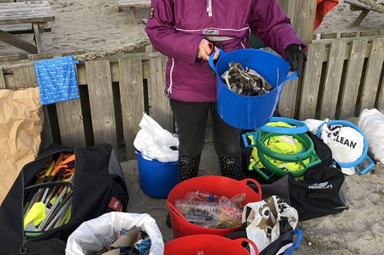 Gjyshja shpenzon gjithë vitin duke pastruar 52 plazhe