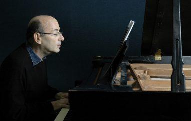 Kompozitori i shurdhër rikthen dëgjimin për muzikën