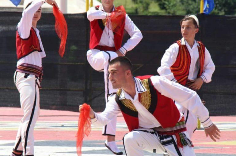 Kristjan, valltari që trashëgon vlerat shqiptare: Muzika dhe pasioni për kërcimin u rritën bashkë me mua