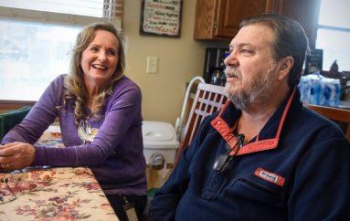 Gruaja i dhuron veshkën ish-burrit, 20 vjet pas divorcit