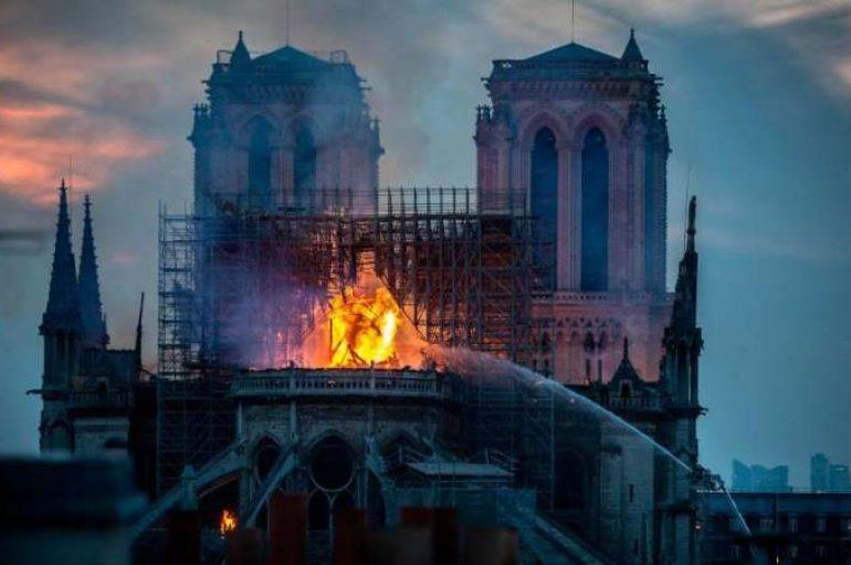 Zjarri në Notre Dame: 9-vjeçarja britanike dhuron 3 € për rindërtimin e katedrales