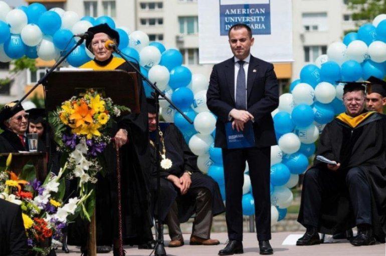Shqiptari i njohur që ka ndihmuar qindra studentë jashtë vendit