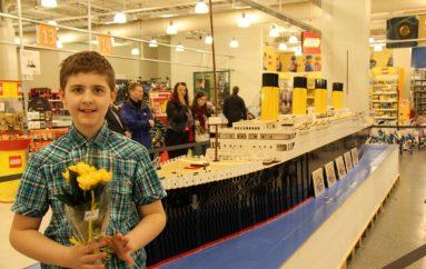 Djali autik ndërton anijen më të madhe në botë, na mëson të besojmë në ëndrra