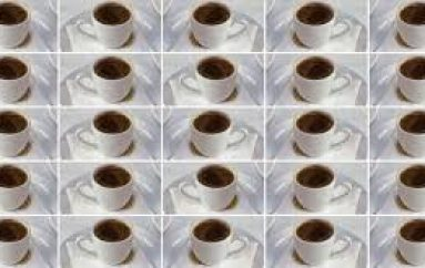 Studimi i ri: Edhe 25 filxhanë kafe në ditë nuk e dëmtojnë zemrën