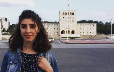 Xhemelinda, studentja që sjell të rinjtë e huaj në Shqipëri