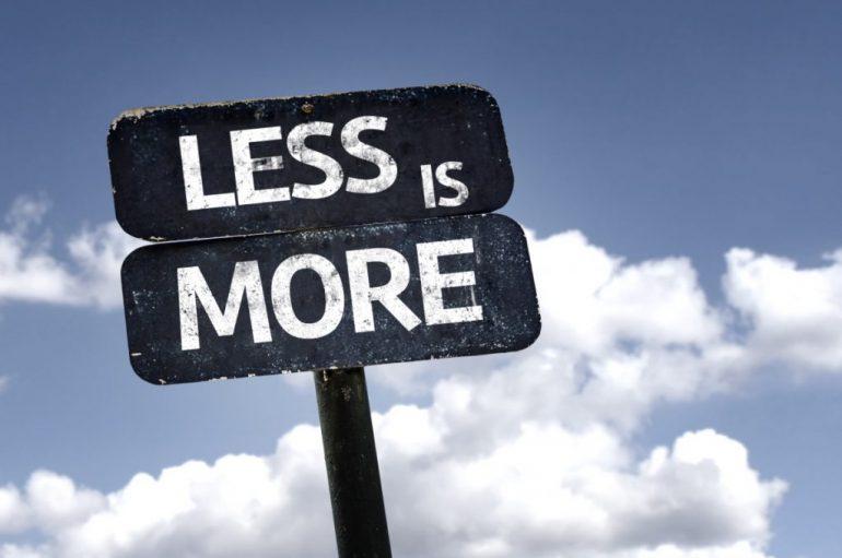 Të blesh më pak është më e mirë si për planetin ashtu edhe për lumturinë tuaj