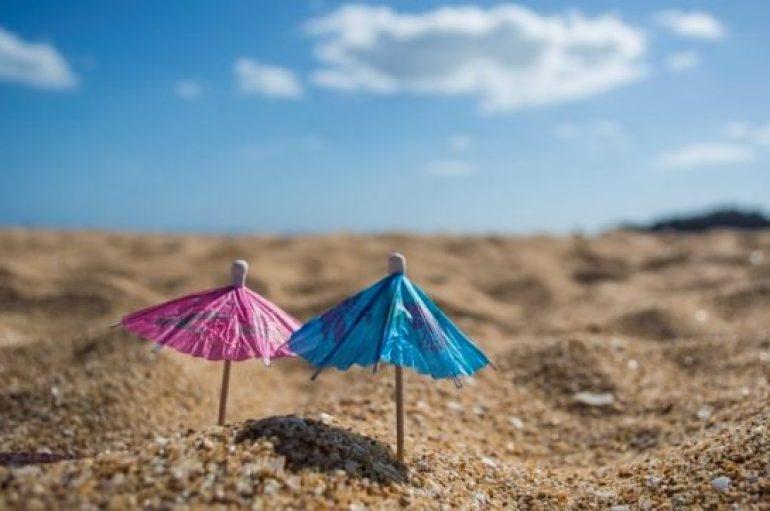 Nga i pastrehë, kthehet në milioner duke ndërtuar 'plazhe' nëpër shtëpi