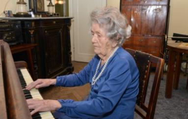 Pianistja 108 vjeçare më e talentuara në Poloni