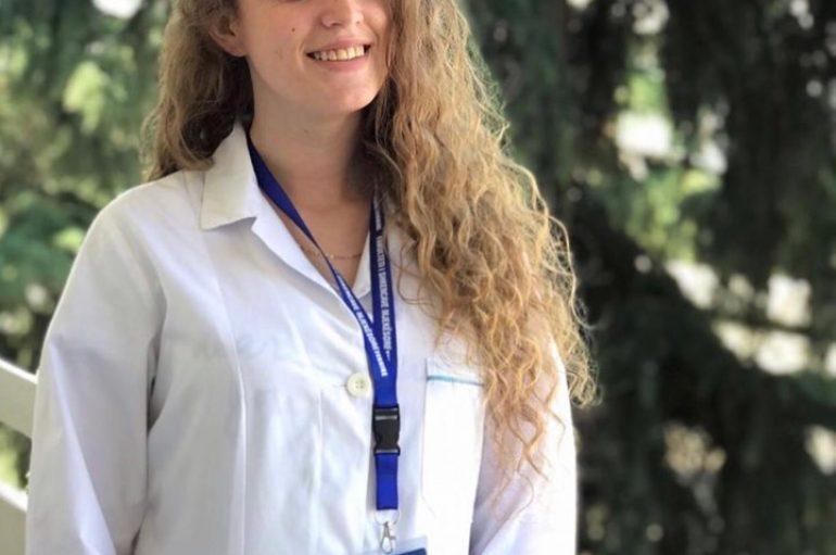 Adelina, infermierja e re që fillon punë për herë të parë: Dua të jem shpresë