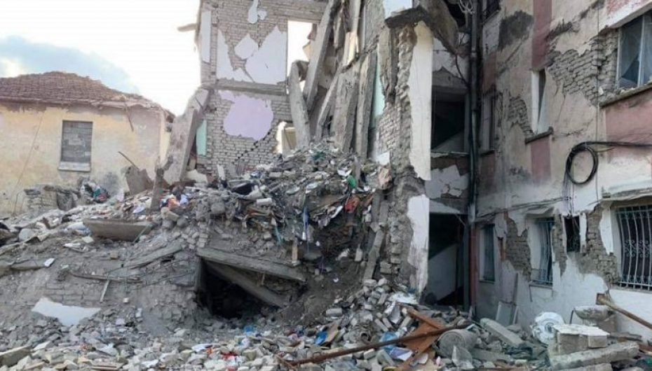 Priftërinjtë italianë grumbullojnë 500 mijë euro për familjet e dëmtuara nga tërmeti