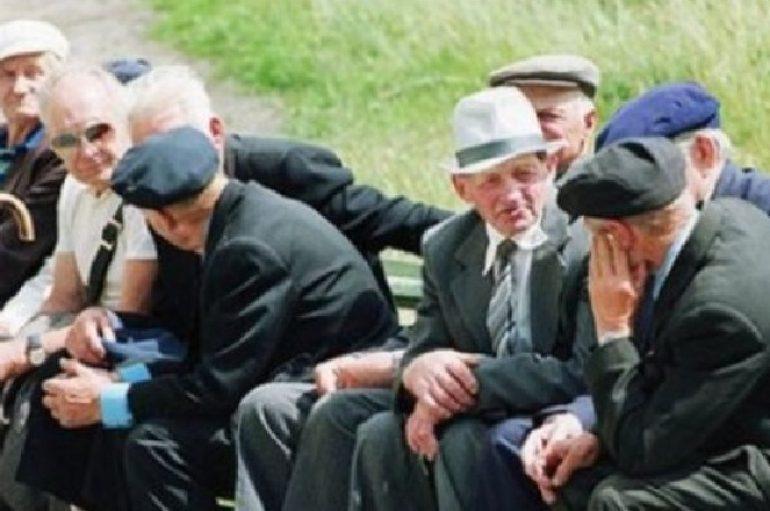 Qeveria shpërblen pensionistët për fundvit