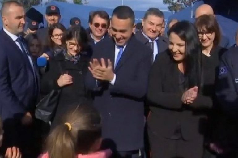 Tërmeti/ Ministri i jashtëm italian viziton kampin e Vorës