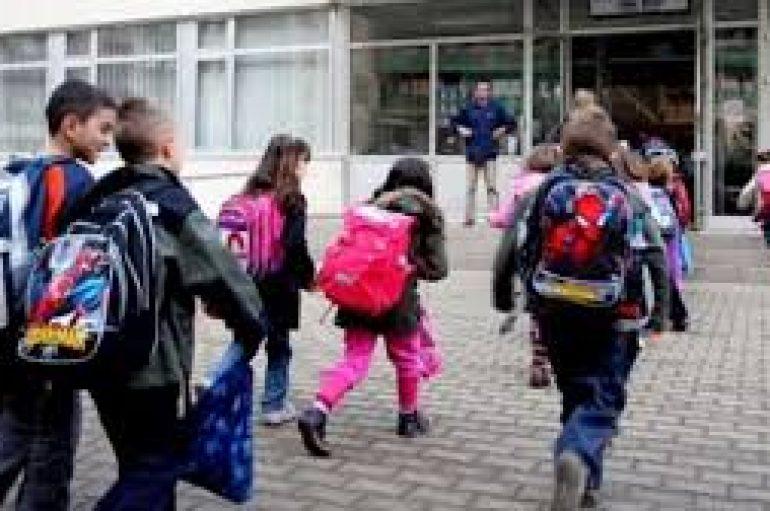 13 ditë pas tragjedisë së tërmetit, nxënësit rikthehen normalisht në bankat e shkollës