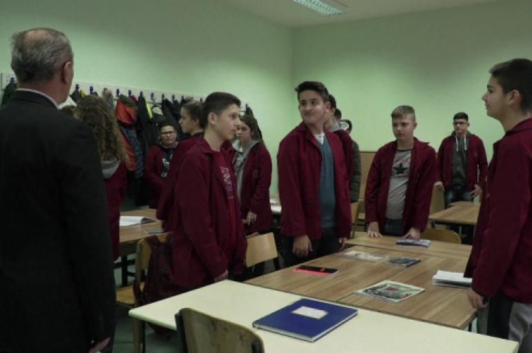 Shkollat në Prishtinë i hapin dyert për fëmijët e ardhur nga Shqipëria