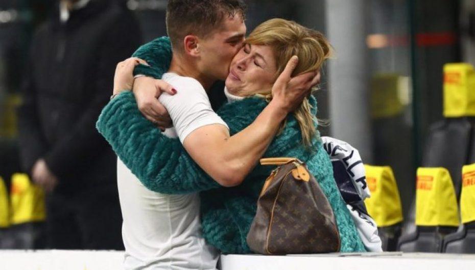 17-vjeçari që theu rekordin, pas golit me Interin vrapon të përqafojë mamanë në stadium